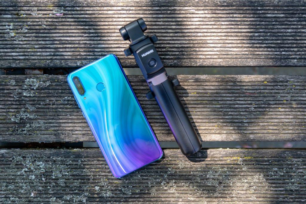 Popolni selfiji s sprednjo kamero telefona Huawei P30 lite