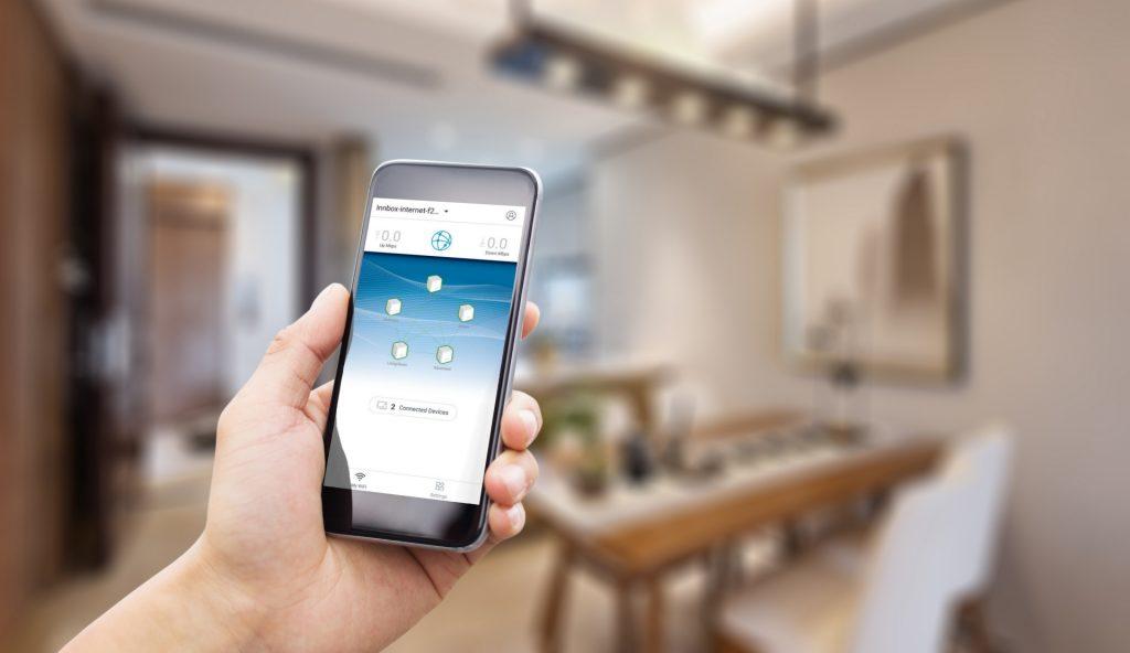 Z novo rešitvijo mesh Wi-Fi, ki deluje na način 'priključi in uporabljaj', je mogoče preprosto in hitro namestiti nove dostopovne točke in zagotoviti enako pokritost z manjšim številom dostopovnih točk.