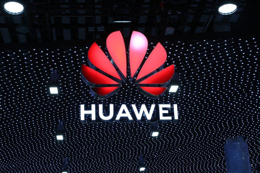 Huawei po polovici leta zabeležil 23,2-odstotno rast prihodkov