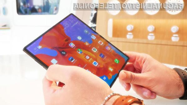 Pametni mobilni telefon Huawei Mate X naj bi bil naprodaj šele novembra.