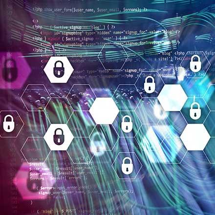 Z združitvijo PAM in SIEM lahko izboljšamo varnost celotnega IK sistema.