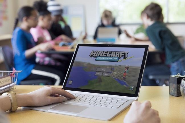 Z Minecraftom o umetni inteligenci