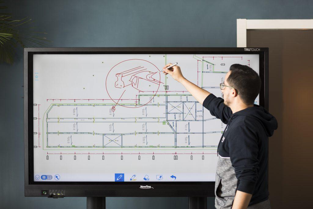 Interaktivni zasloni za bolj produktivno predavanje ali sestanek