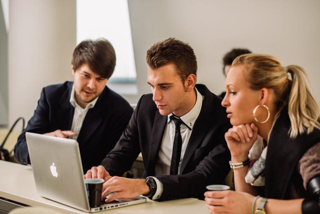 Študij managementa in prava v pogojih digitalizacije poslovanja