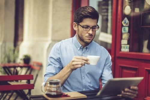 Poslovni brizgalni tiskalniki: čas je, da se direktorji IT prebudijo in zavonjajo kavo