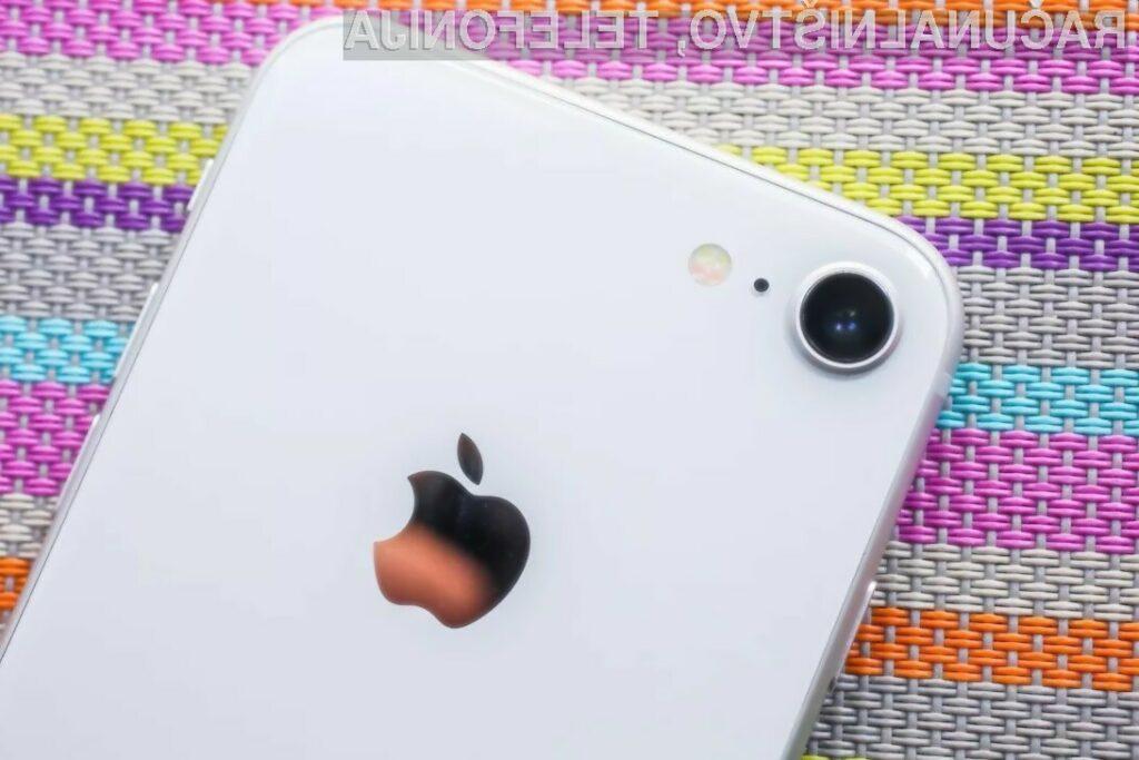 Kupcem naj bi bilo sprva na voljo okoli šest milijonov primerkov cenejšega telefona iPhone SE2.