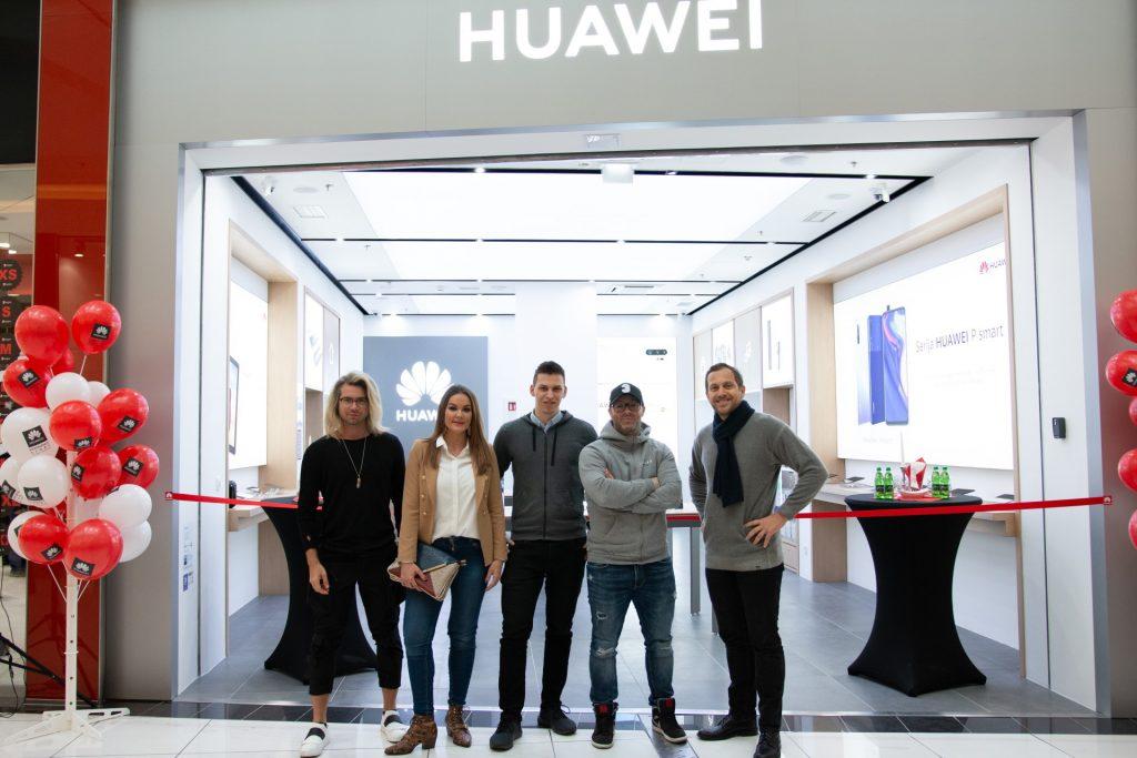 Vstopite v prihodnost: vrata odprl prvi Huaweiev center sodobnih tehnologij v Sloveniji