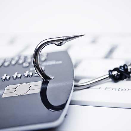 Napadalci skrbno pripravijo prav vsak detajl e-sporočila, od verodostojnega naslova pošiljatelja do podpisa e-sporočila.