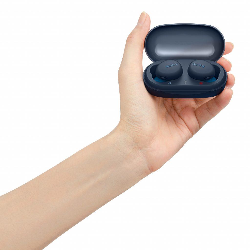 Sony s popolnoma brezžičnimi slušalkami  WF-XB700 in WH-CH710N