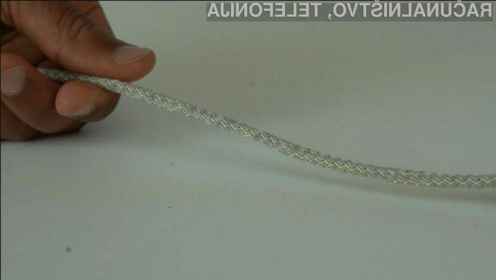 Kabel, zavit v e-tekstil se odzove na dotik, stiskanje, upogibanje ...