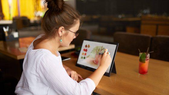 Vaša digitalna prihodnost je svetlejša z Lenovo™ tablicami in napravami za pametni dom