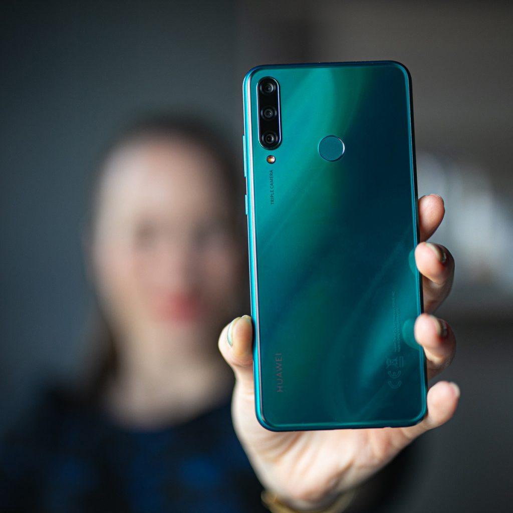 Ves dan zabave s pametnim telefonov Huawei Y6p