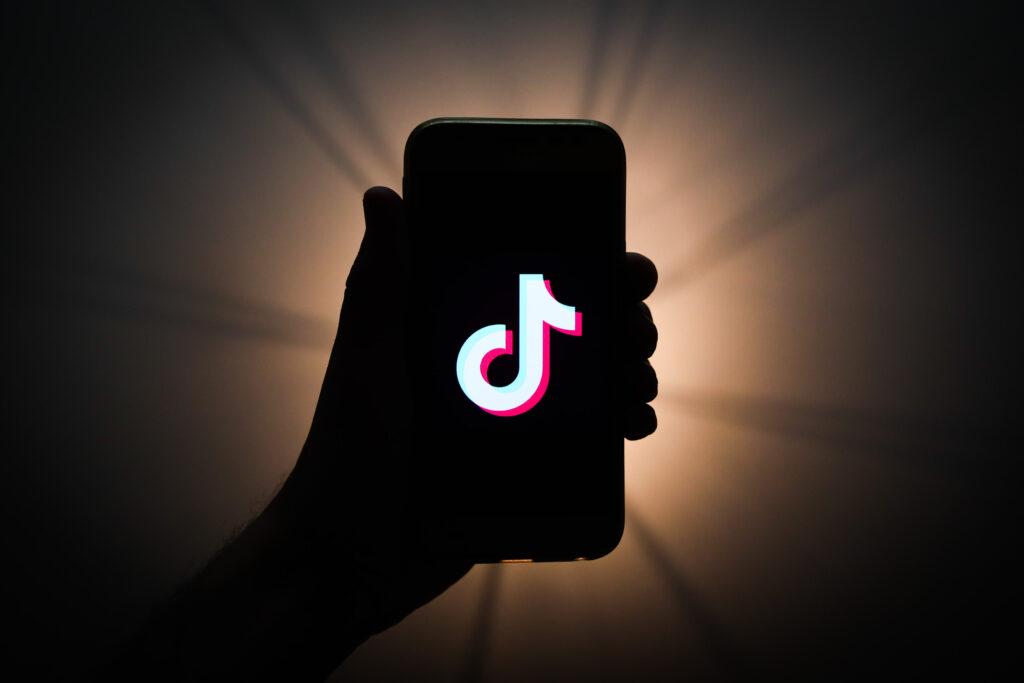 V mesecu avgustu 2020 je bila mobilna aplikacija TikTok prenesena kar 63,3 milijonov krat