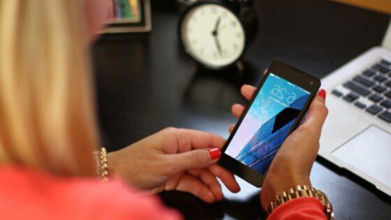 Povečajte svojo produktivnost in zaklenite svoj telefon v predal