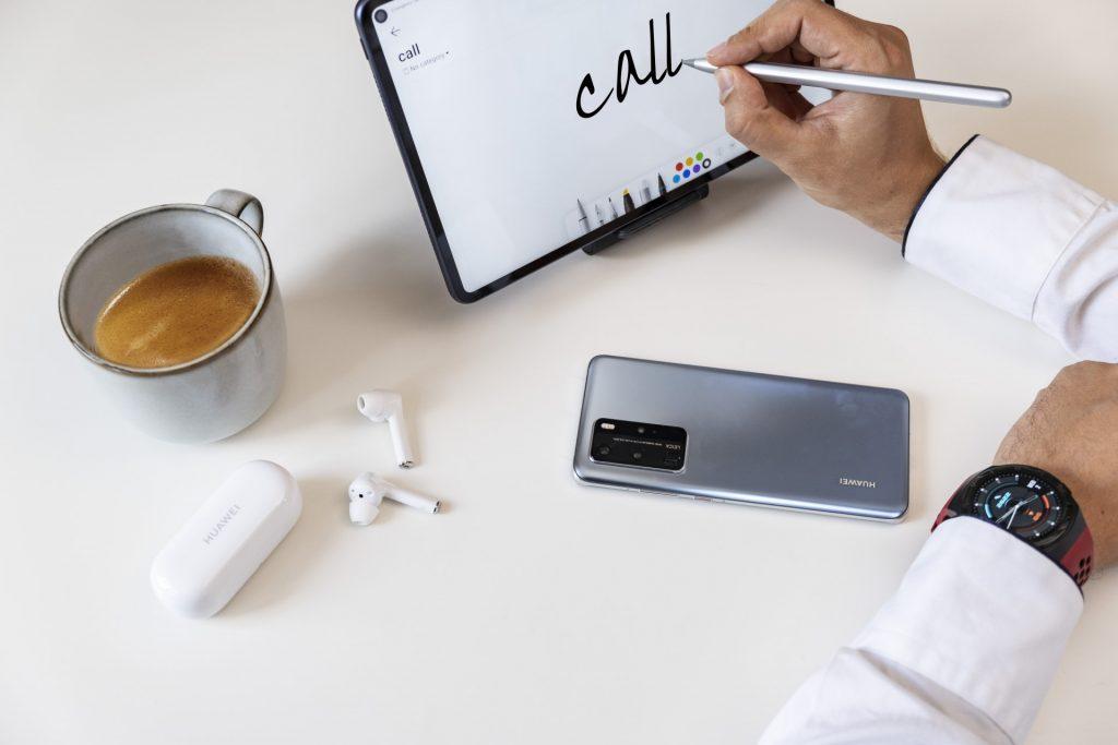 Storite nekaj novega in uživajte v prihodnosti pametne pisarne z napravami Huawei, ki so zdaj na voljo po promocijskih cenah!