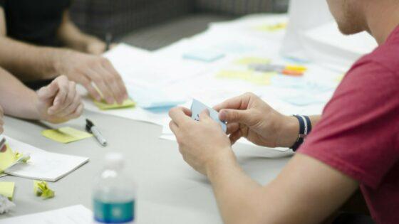 """9 stvari, na katere moramo pomisliti, preden se odpravimo v """"start-up"""" podjetje"""