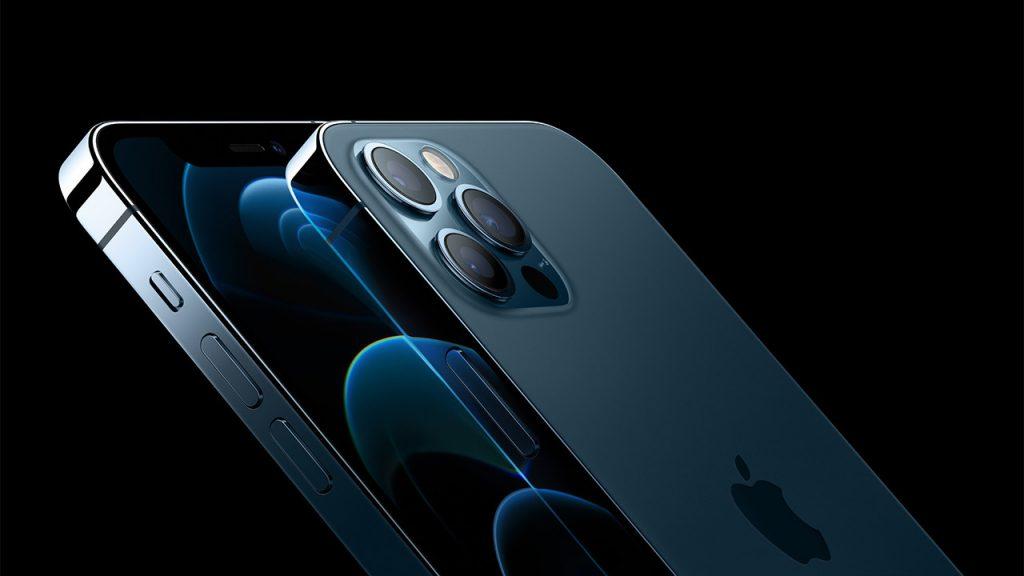 Trgovcem naj bi prvi dan uspelo prodati kar 2 milijona telefonov iPhone 12.