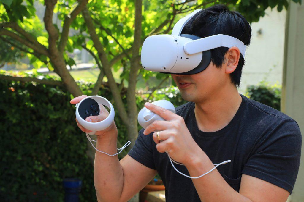 Očala za navidezno resničnost Facebook Oculus Quest 2 VR so na voljo za zgolj preračunanih 255 evrov.