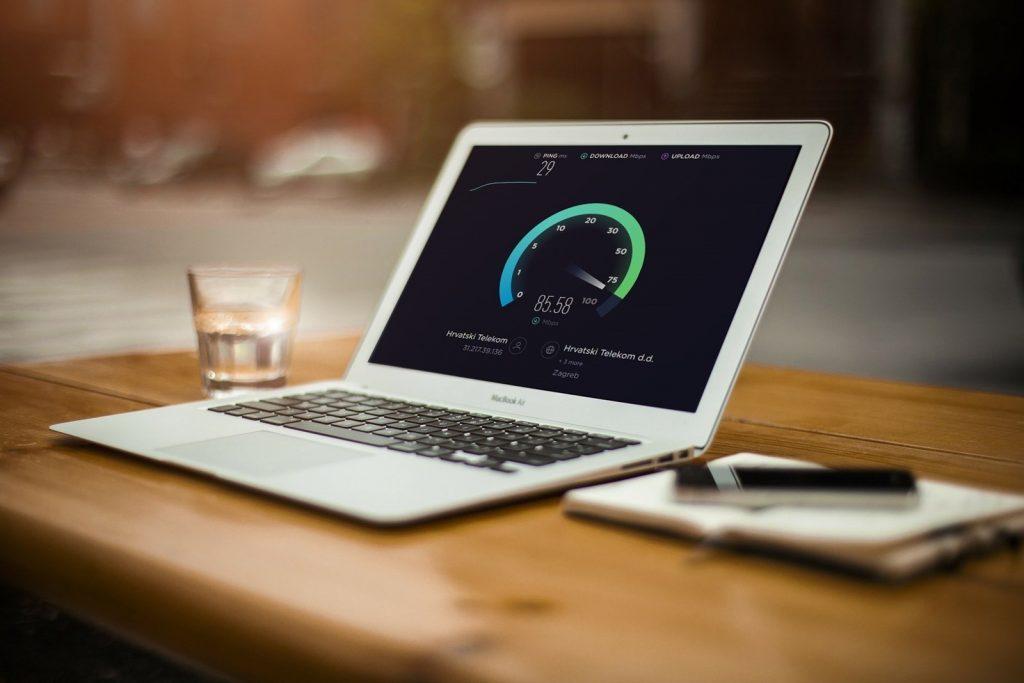 S pomočjo aplikacije Ookla Speedtest boste lahko takoj izmerili hitrost internetne povezave.