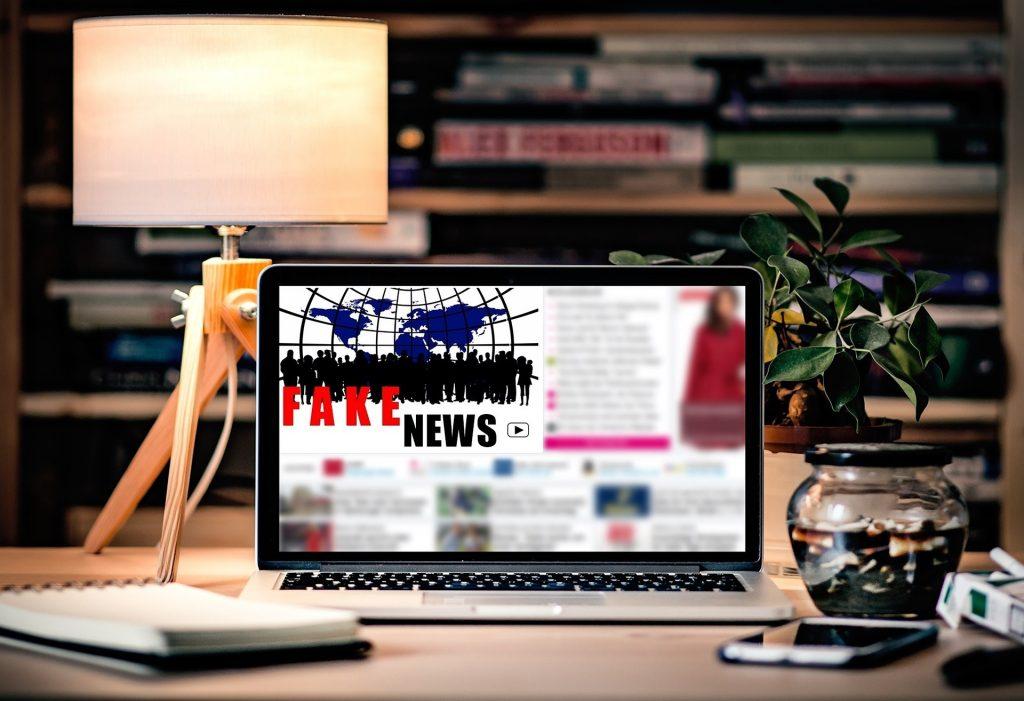 Kako o lažnih novicah govoriti z otroki in mladostniki?