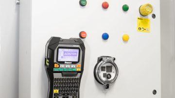 """Nalepke """"Turn-tell"""" - idealna rešitev za označevanje kablov"""
