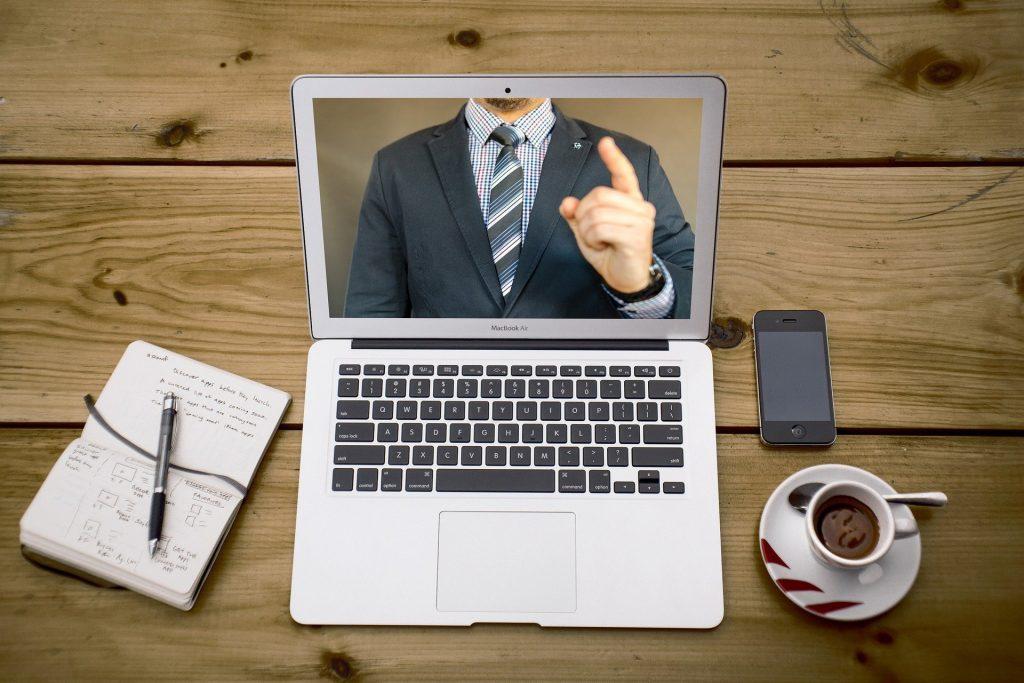 Zoom pripravlja podnapise sestankov in videokonferenc