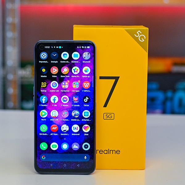 Pametni mobilni telefon Realme 7 5G za malo denarja ponuja resnično veliko.