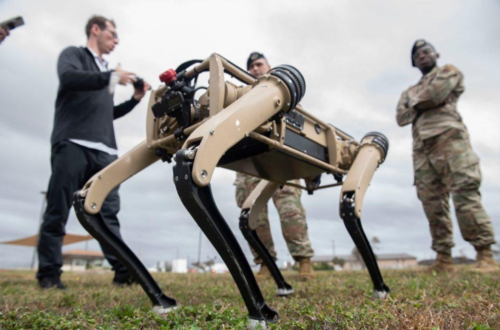 Ameriška vojska vse bolj prisega na robote.