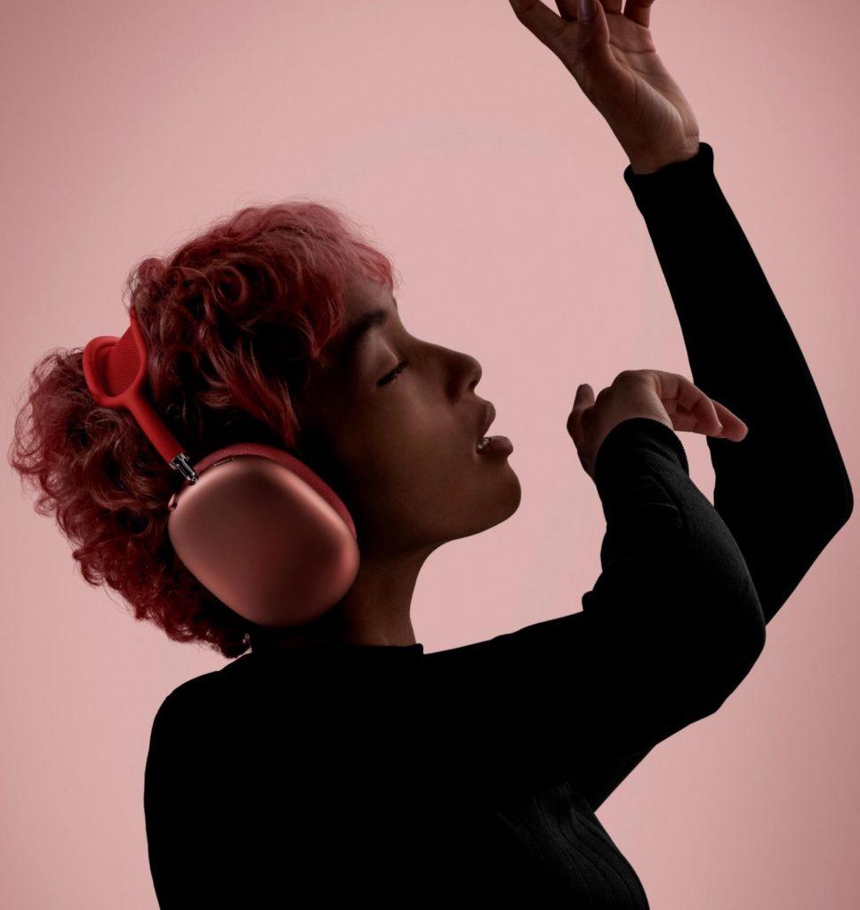 Zanimive naglavne slušalke Apple AirPods Max so vrednotene na kar 629 evrov.