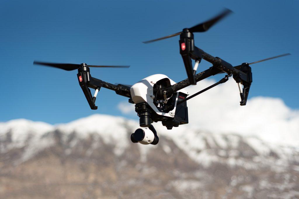 Pozorno preberite, če nameravate upravljati z dronom,