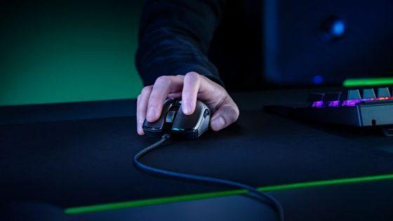 Odzivni čas računalniške miške Razer Viper 8K znaša le ena osmino milisekunde.