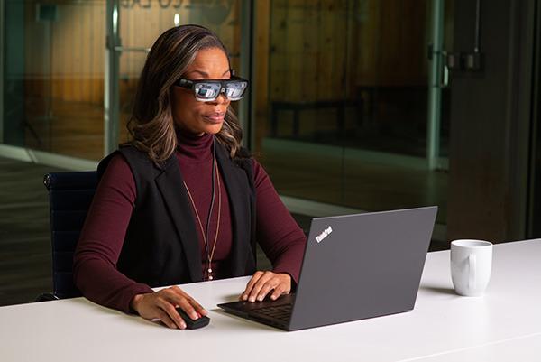 Večpredstavnostna očala Lenovo ThinkReality A3 bodo kot nalašč predvsem za podjetniška okolja.
