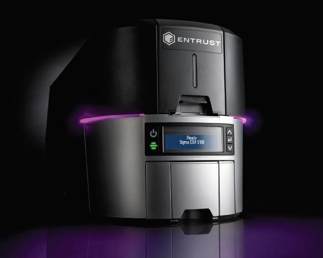 Vrhunski tiskalniki za samostojno izdajanje plastičnih kartic