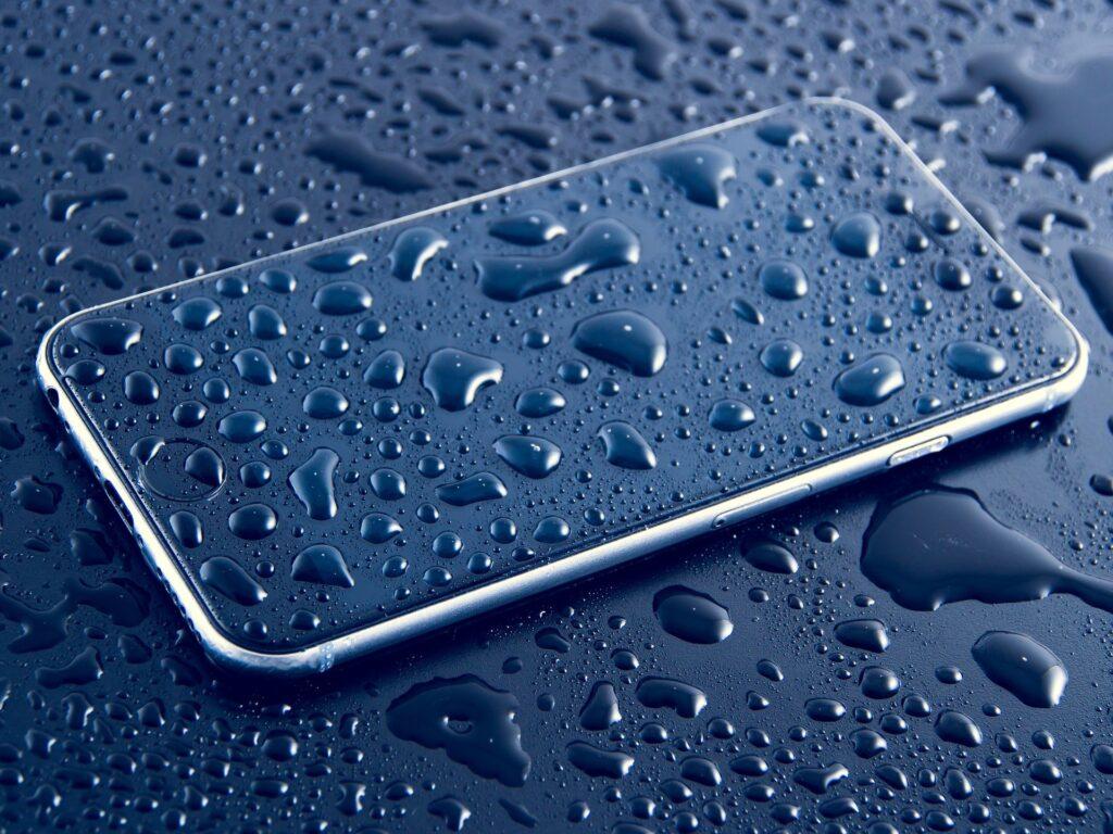 Kako vodoodporen je vaš telefon? Kaj pomenijo oznake IP68, IP67 in ostale?