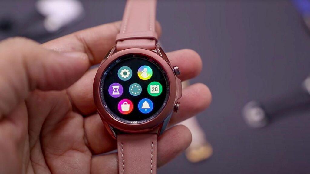 Samsung začel z življenjsko pomembno posodobitvijo pametnih ur