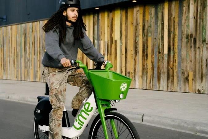Električna kolesa in skiroji podjetja Lime bodo uporabljali enake baterije.