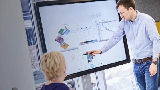 Interaktivni zasloni Clevertouch predstavljajo vrhunec interaktivne tehnologije.