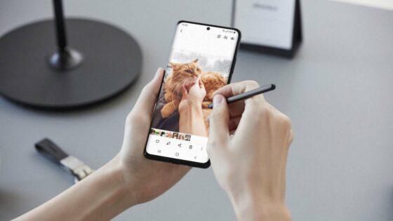 Ostanite povezani s Samsung napravami.