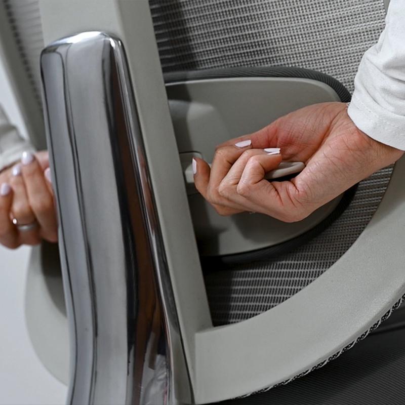 Ergonomski pisarniški stoli Ergos imajo nastavljiv naklon in napetost nagiba.