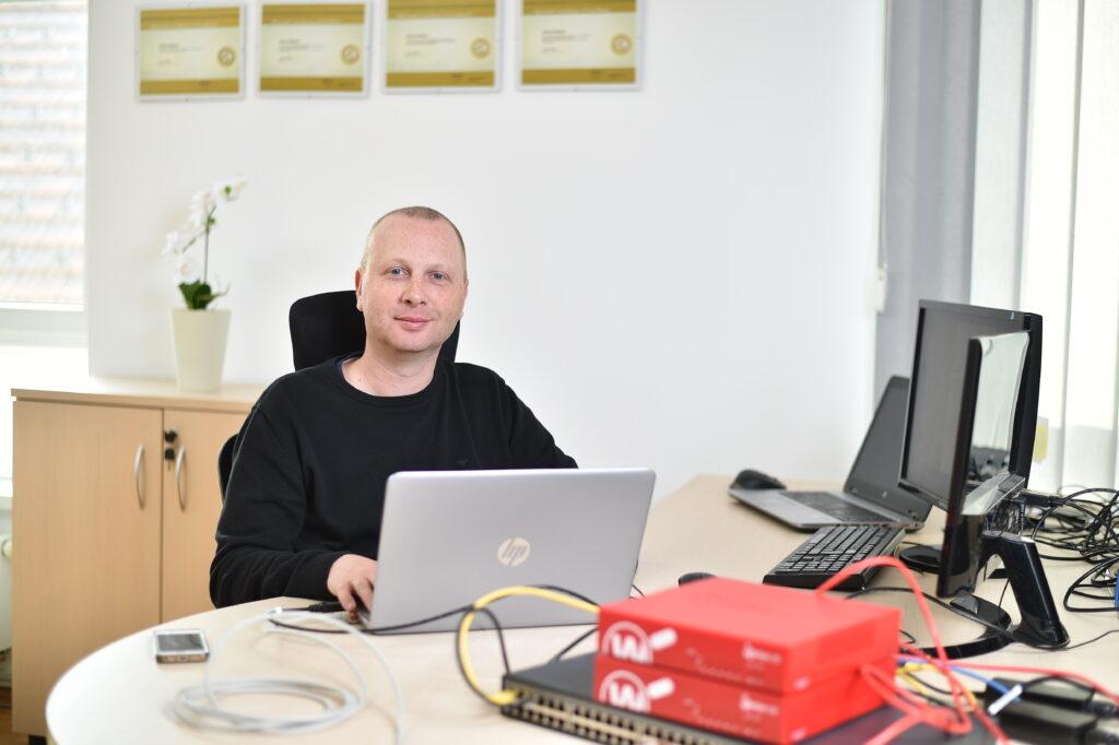 Miha Bernik, IT specialist in solastnik podjetja Positiva rešitve