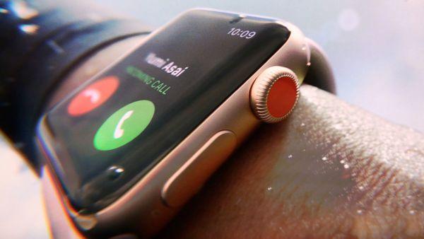 Pametna ročna ura Apple Watch za ekstremne športnike naj bi bila na prodaj še pred jesenjo.