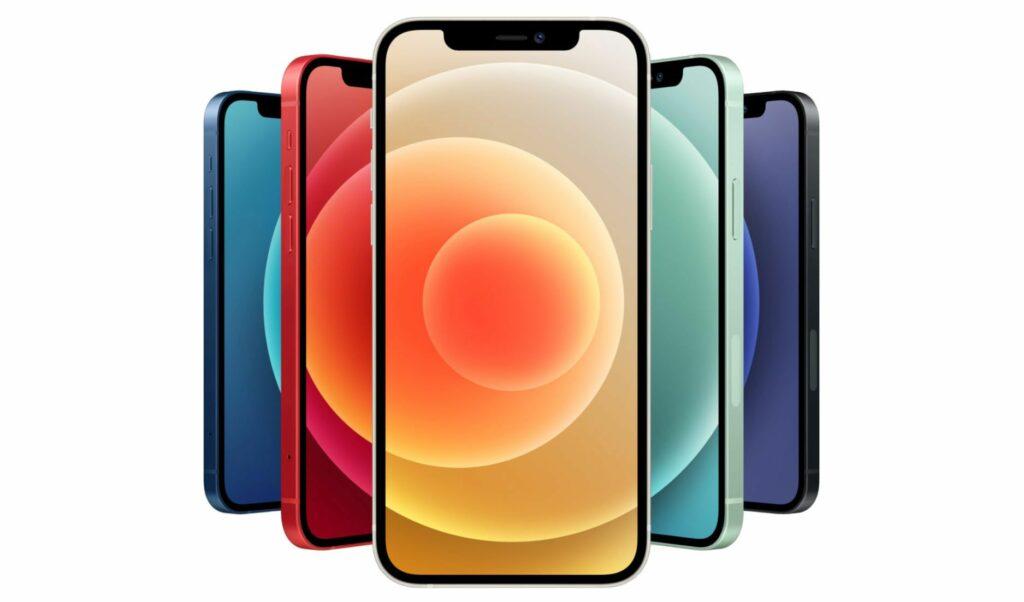 Apple naj bi telefone iPhone prodajal brez polnilca zgolj z željo po večjem zaslužku.
