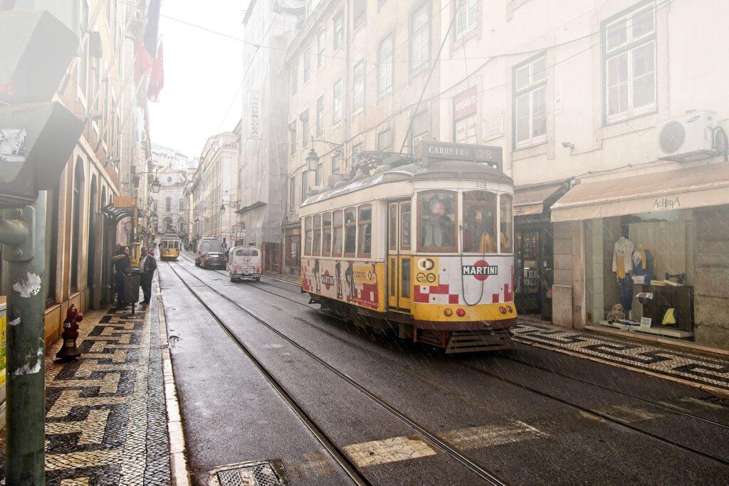 Ulice velikih Evropskih mest po večini še vedno samevajo.