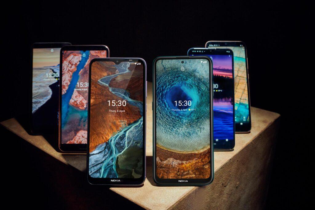 Nokia je predstavila šest novih telefonov, ki naj bi spodbudila uporabnike k njihovi daljši uporabi.