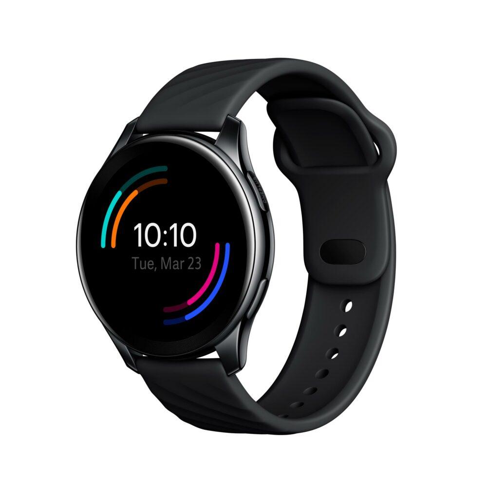 Pametna ročna ura OnePlus Watch je lahko vaša že za 159 evrov.