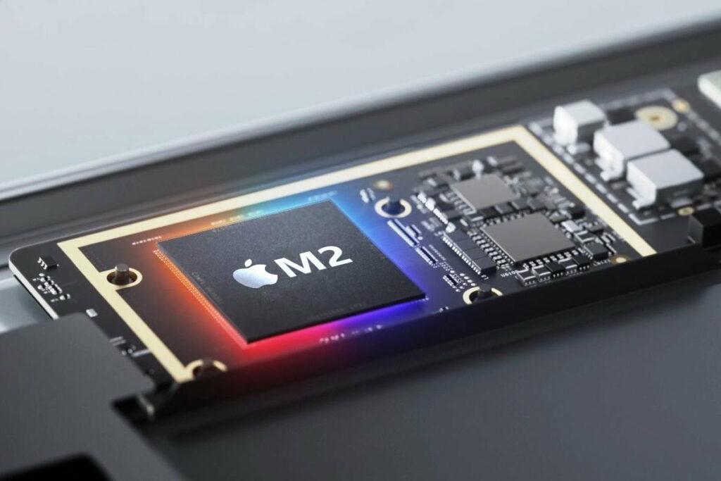 Novi procesor Apple M2 naj bi bil še zmogljivejši od predhodnika.