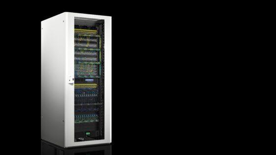 Že od samega začetka je bil novi TX CableNet zasnovan kot omrežno stojalo in je namenjen popolni napeljavi kablov s hitro namestitvijo.