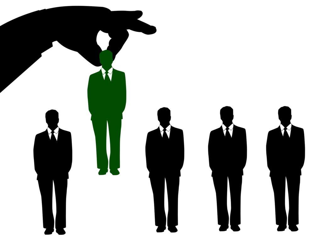 Informacijski sektor še naprej obupano potrebuje izkušene tehnične kadre. Najbolj iskani poklici so inženirji, razvijalci, programerji in strokovnjaki različnih področij.