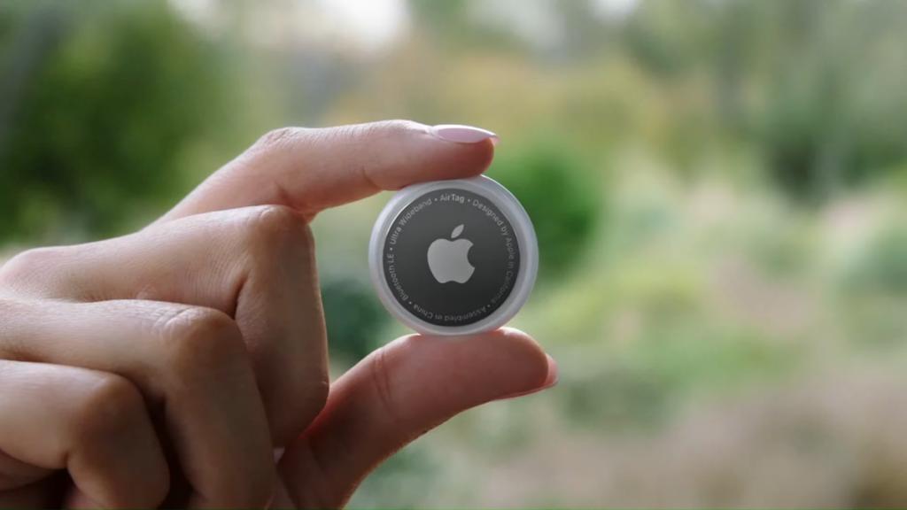 Apple AirTag se lahko prelevi tudi v prisluškovalno napravo.