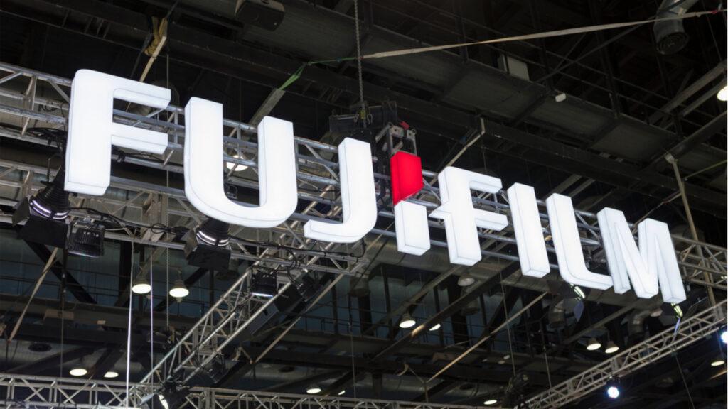 Fujifilm ostro nad hekerje